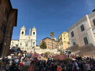 Espanjalaiset portaat turistien täyttäminä
